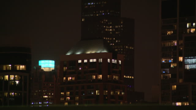wgn chicago il us willis tower antennas illuminating for crosstown classic series one antenna was lit white and black for the sox and the other... - willis tower stock videos & royalty-free footage