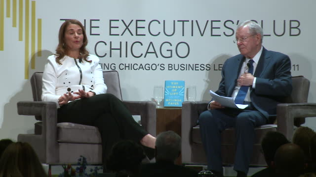 wgn chicago illinois us melinda gates at the executives' club of chicago on april 29 2019 about the release of her first book the moment of lift how... - litteratur bildbanksvideor och videomaterial från bakom kulisserna