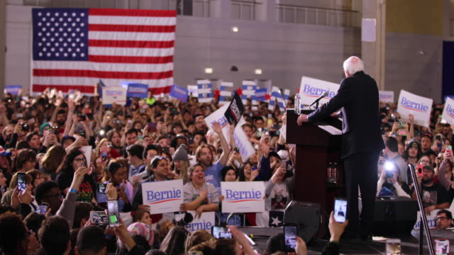 us sen bernie sanders dvermont who has launched his second presidential campaign speaks to his supporters during a rally at navy pier in chicago - politische versammlung stock-videos und b-roll-filmmaterial