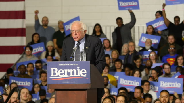 stockvideo's en b-roll-footage met us sen bernie sanders dvermont who has launched his second presidential campaign speaks to his supporters during a rally at navy pier in chicago... - presidentsverkiezing
