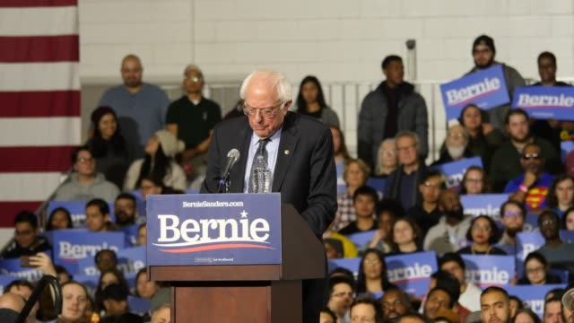 stockvideo's en b-roll-footage met us sen bernie sanders dvermont who has launched his second presidential campaign speaks to his supporters during a rally at navy pier in chicago... - presidentskandidaat