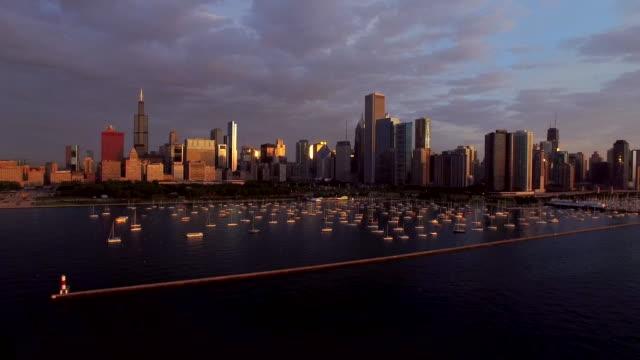 chicago på morgonen - millennium park chicago bildbanksvideor och videomaterial från bakom kulisserna