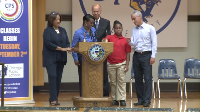 Chicago Mayor Rahm Emanuel and CPS CEO Barbara ByrdBennett ring in the new 2014 school year at William Penn Elementary School on Aug 2 2014