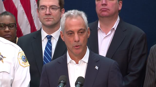 vidéos et rushes de wgn chicago mayor rahm emanuel announced the city was filing a federal lawsuit against president donald trump's justice department claiming it's... - lawsuit