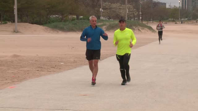 wgn chicago mayor rahm emanuel jogging in the morning with mexico city mayor miguel mancer before hosting a us naturalization ceremony with mancer as... - bürgermeister stock-videos und b-roll-filmmaterial