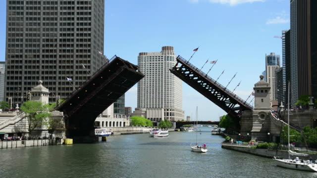 chicago michigan avenue bridge rising - michigan avenue bridge stock videos and b-roll footage