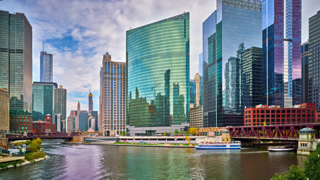chicago modern view of business downtown - chicago river stock videos & royalty-free footage