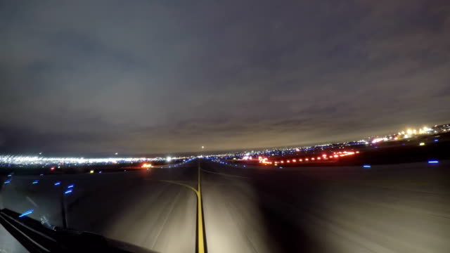 chicago o'hare intl. airport, taxiway (pov shot nighttime) - taxiway stock videos & royalty-free footage