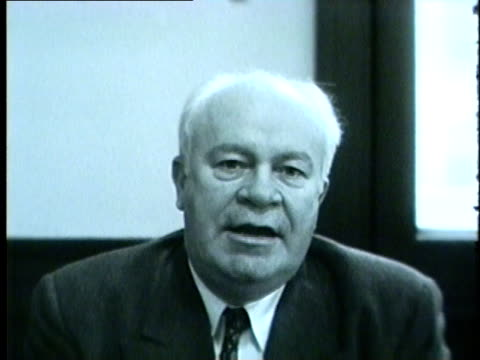 vidéos et rushes de wgn chicago police commissioner timothy o'connor gives a message about being a safe driver on new years eve on december 31 1955 in chicago - 1955