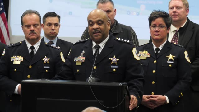 vidéos et rushes de chicago police talk about phone records during the press conference shortly before jussie smolett was arrested - press conference