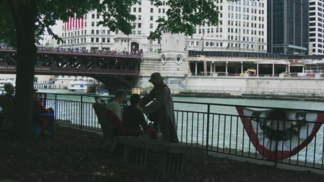 chicago river - kayaks and riverboats - dusable bridge stock videos & royalty-free footage