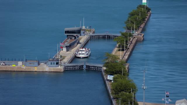tl chicago river lock - chiusa di fiume video stock e b–roll