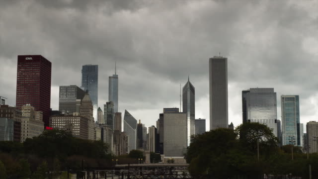 t/l ws chicago skyline against cloudy sky / illinois, usa - two prudential plaza stock videos & royalty-free footage