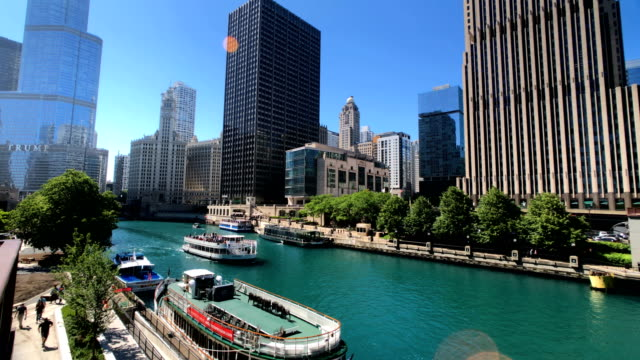 chicago skyline and river - chicago river stock videos & royalty-free footage