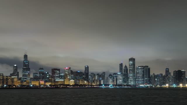 vidéos et rushes de t/l chicago skyline at dawn / chicago, illinois - tour sears