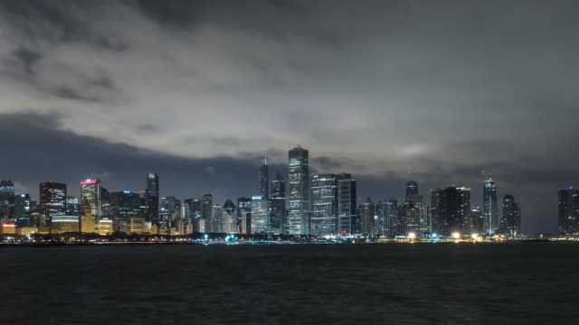 t/l td chicago skyline at dawn, night to day transition / chicago, illinois - dawn to day stock videos & royalty-free footage