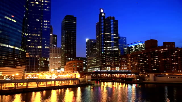 HD: Chicago Skyline Cityscape along the river USA
