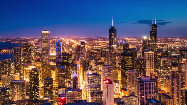 vidéos et rushes de t/l ws ha pan chicago skyline day to night transition / chicago, usa - chicago