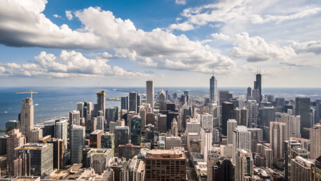 vidéos et rushes de t/l ws ha zi chicago skyline with moving clouds / chicago, usa - chicago
