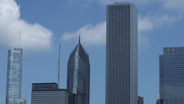 chicago skyscrapers - one prudential plaza stock videos & royalty-free footage
