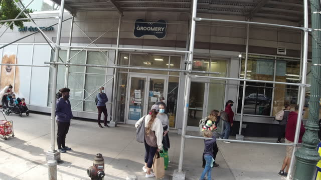 chicago slowly re-opens. - shopaholic stock videos & royalty-free footage