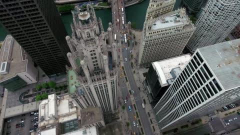 chicago tribune building michigan avenue downtown chicago - torre del tribune video stock e b–roll