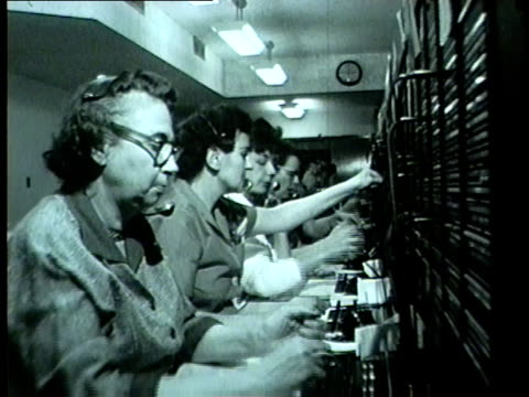chicago tribune phone operators show off new centrex system in january 1962 in chicago. - トリビューンタワー点の映像素材/bロール