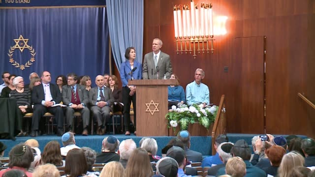 wgn chicago's 72nd annual holocaust memorial service skokie valley agudath jacob synagogue on april 23 2017 - 礼拝点の映像素材/bロール