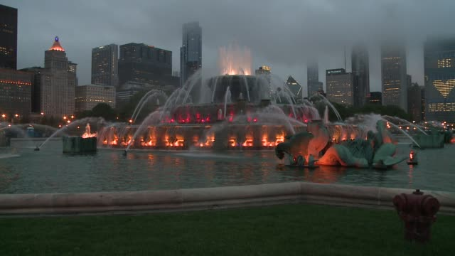 chicago's buckingham fountain in the evening with colorful lights on may 9 2015 - buckingham fountain stock videos and b-roll footage