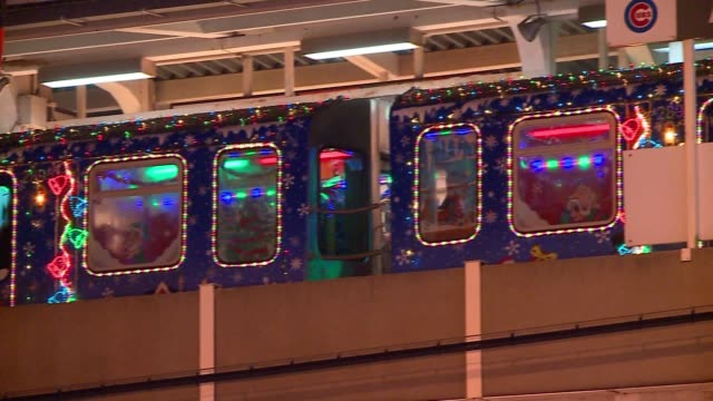 vídeos y material grabado en eventos de stock de wgn chicago's cta holiday train makes a stop on the red line on nov 19 2016 - metro de chicago