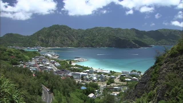 vídeos de stock, filmes e b-roll de chichijima island, japan - vista da cidade