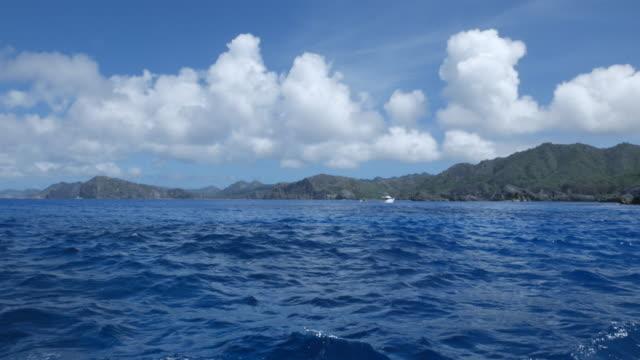 父島、小笠原、日本の土地にビュー - 船のデッキ点の映像素材/bロール