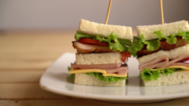 chiciken och ham sandwich