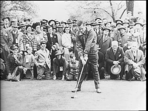 vídeos de stock e filmes b-roll de chick evans bob hope bing crosby and tommy armour surrounded by a crowd at a golf event for the army relief society / hope and crosby telling jokes... - bob hope comediante
