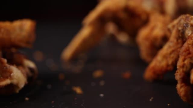 vídeos y material grabado en eventos de stock de pollo y gofres - waffles