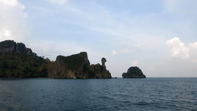 chicken island, koh kai, in the andaman sea, off the coast of krabi, thailand - andaman sea stock videos & royalty-free footage