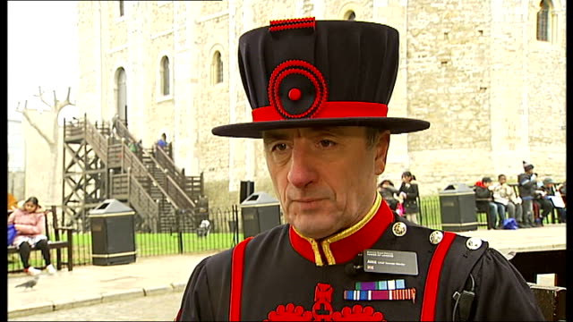 stockvideo's en b-roll-footage met chief beefeater at the tower of london retires keohane interview sot on advice he would give to his successor alan kingshott interview sot on what... - yeomen warder