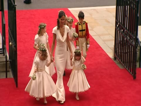 vídeos de stock, filmes e b-roll de chief bridesmaid philippa middleton leads young bridemaids and pageboys into westminster abbey for the royal wedding of prince wiliam and catherine... - bridesmaid