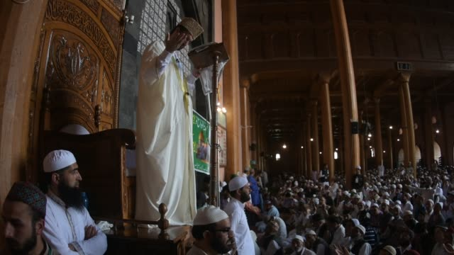 Chief cleric Mirwaiz Umar Farooq delivers sermon in Kashmir's Grand Mosque on the last Friday of the holy Islamic month of Ramadan on May 31 2019 in...