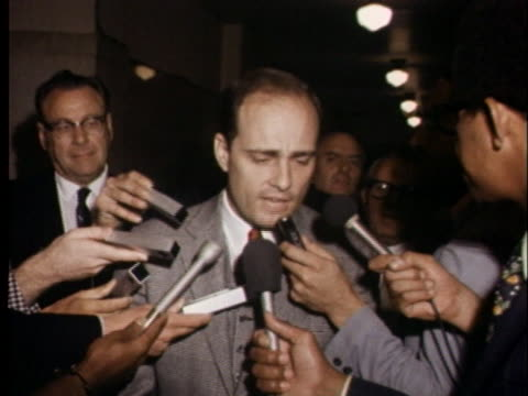 chief prosecutor vincent bugliosi comments on today's session of the tate-labianca murder trials, at which the judge denied a defense request for a... - crime or recreational drug or prison or legal trial点の映像素材/bロール