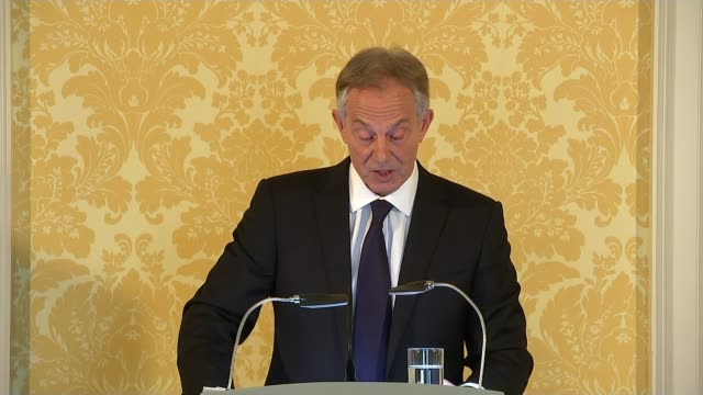 calls for tony blair to face prosecution tony blair press conference statement sot the inquiry finds that going to war without a majority of the un... - ラゲ オマール点の映像素材/bロール
