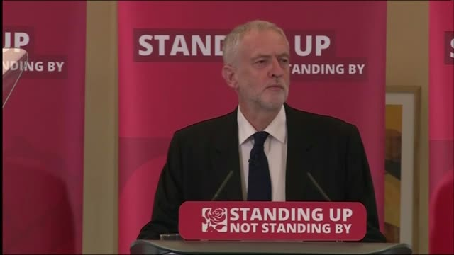 jeremy corbyn applauded as to press conference podium/ jeremy corbyn mp press conference sot i now apologise sincerely on behalf of my party for the... - versöhnung stock-videos und b-roll-filmmaterial