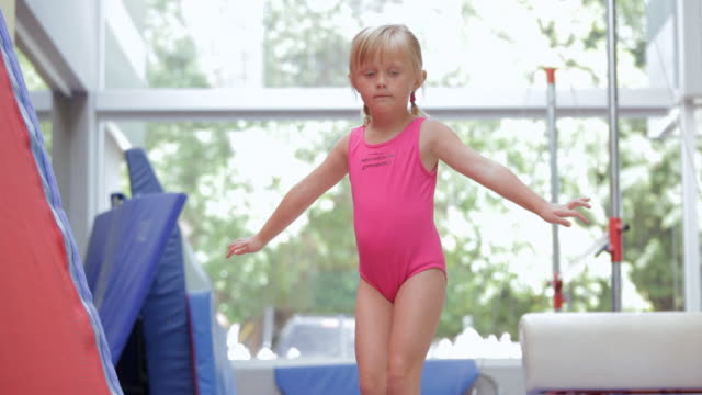 child carefully walking on balance beam / vancouver, british columbia, canada - body abbigliamento sportivo video stock e b–roll
