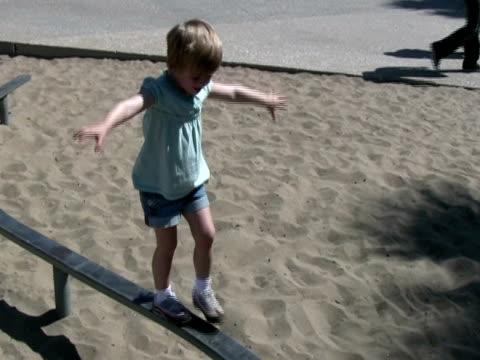 stockvideo's en b-roll-footage met child development: playing, balancing, coordination  (hand held) - alleen meisjes