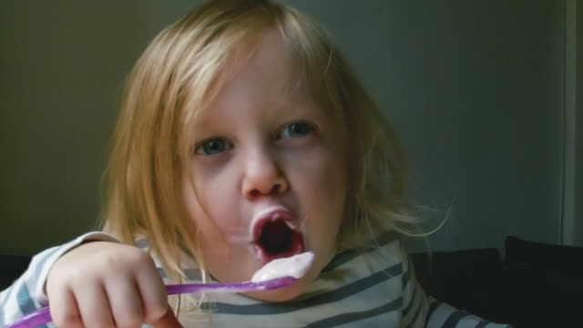 Child eating a yoghurt