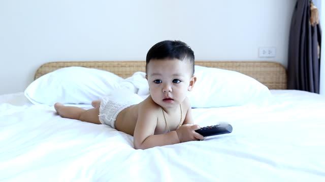 child has very happy with playing  a remote control - människomun bildbanksvideor och videomaterial från bakom kulisserna