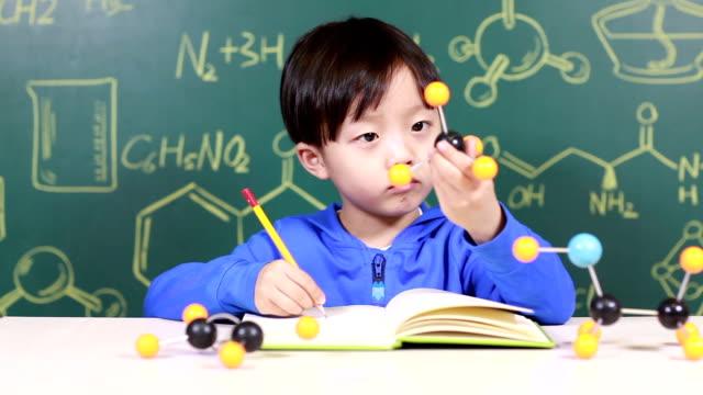Chimica di apprendimento per i bambini