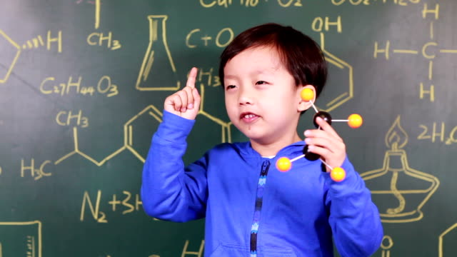kind lernen chemie - nur jungen stock-videos und b-roll-filmmaterial