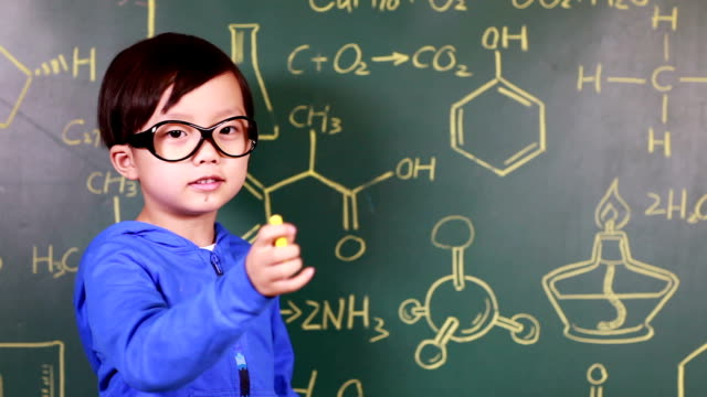 kind lernen chemie - 4 5 jahre stock-videos und b-roll-filmmaterial