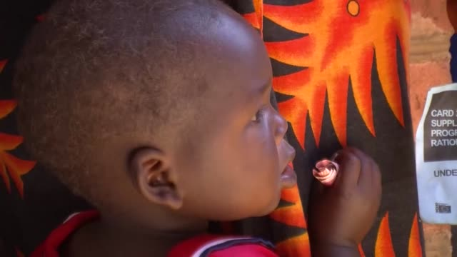 child malnutrition costs malawi about $600 million a year with more than half of children aged between 18 and 23 months suffering from stunted growth... - 18 23 months bildbanksvideor och videomaterial från bakom kulisserna